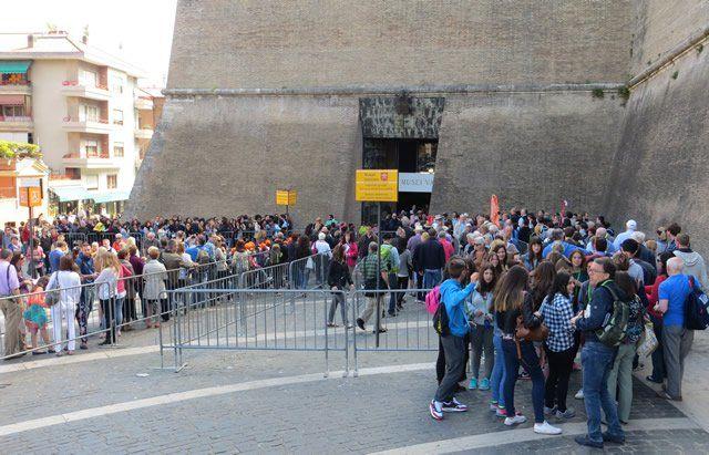 Vatikan Müzesi Bilet Kuyruğu